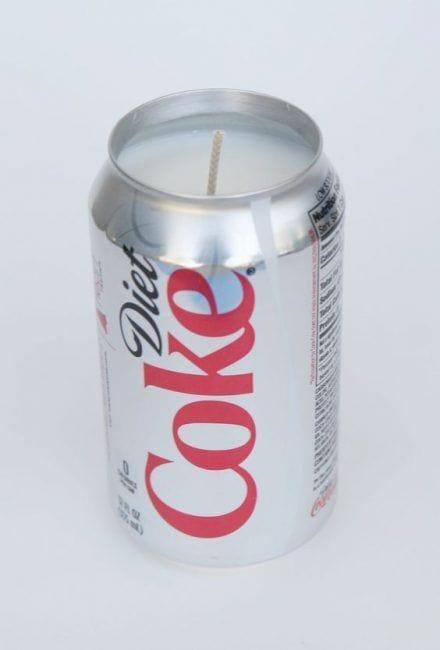 Vela con lata de refresco