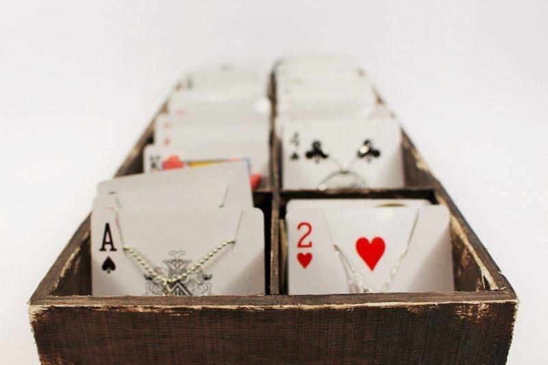 Bonito joyero con cartas de poker
