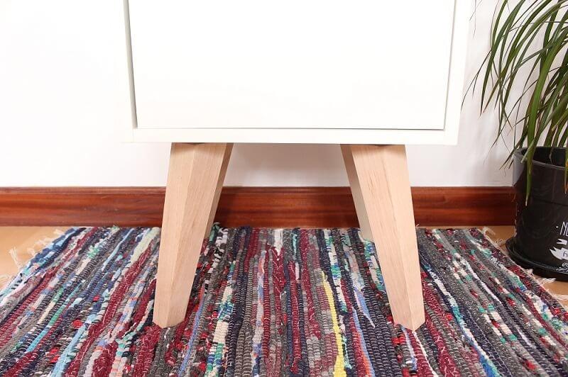 Mueble auxiliar con patas vintage