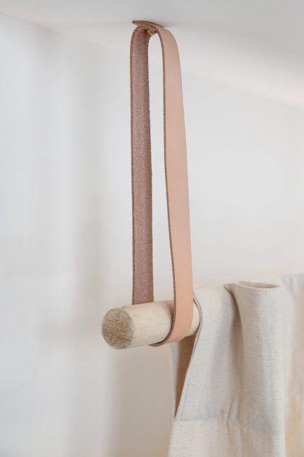 Barra de cortina con madera y cuero