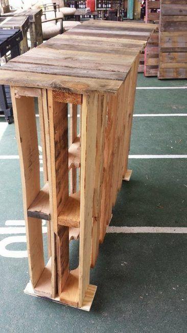 Mesa alta hecha con palets