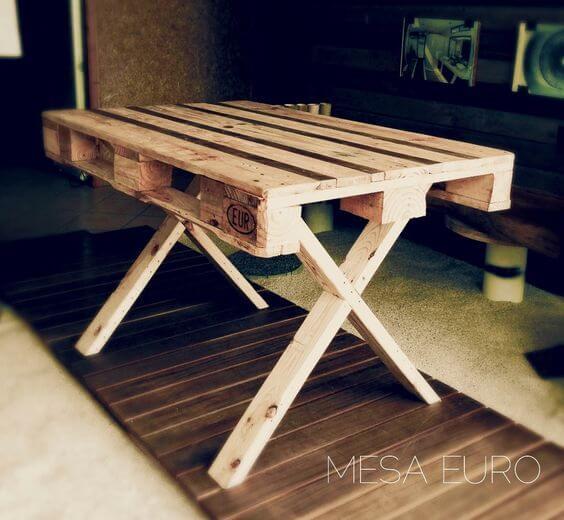 Mesa con palet reciclado