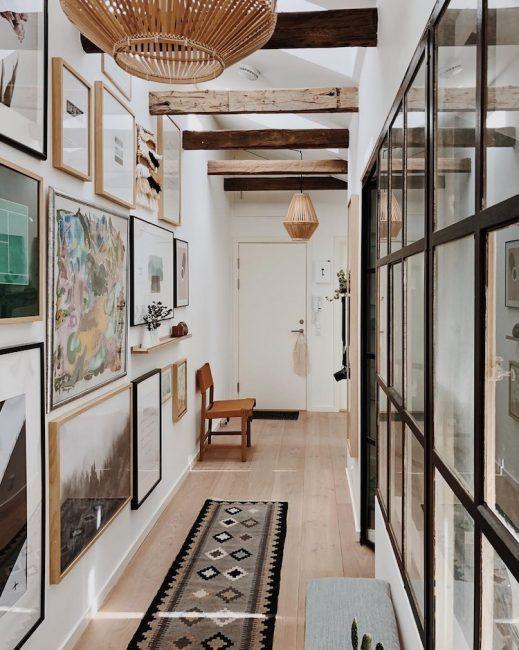 Collage de cuadros para decorar pasillos