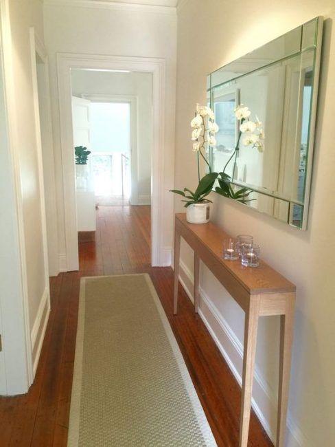 Decorar pasillos estrechos con espejos