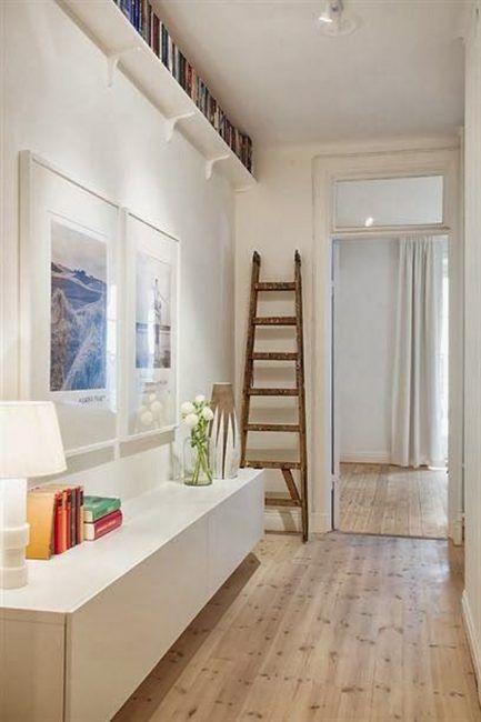 Escalera de madera para decorar pasillo