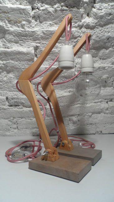 Lámpara con percha reciclada
