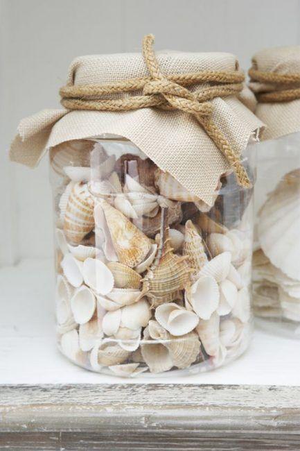 Decoración con tarros y conchas