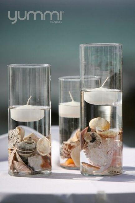 Decorar con conchas y velas flotantes