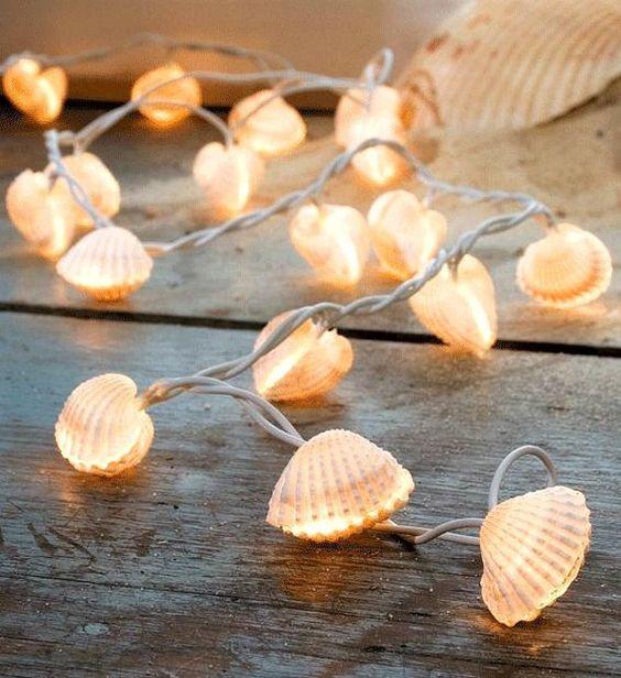 Guirnalda de luces y conchas