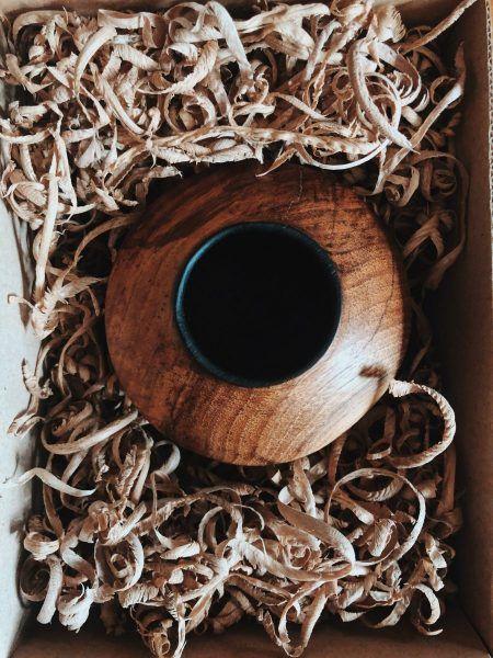 Poner virutas de madera en los envíos de tu tienda online