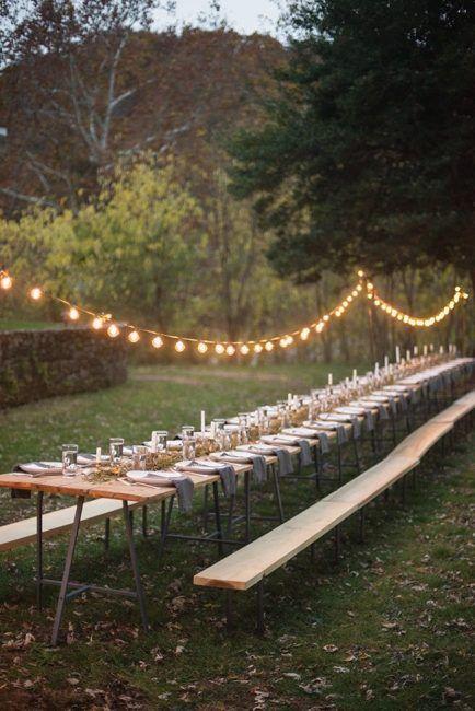 Tira de luces para decorar una mesa alargada