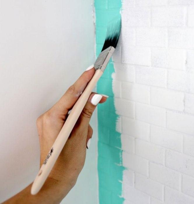 Brocha para pintar los azulejos