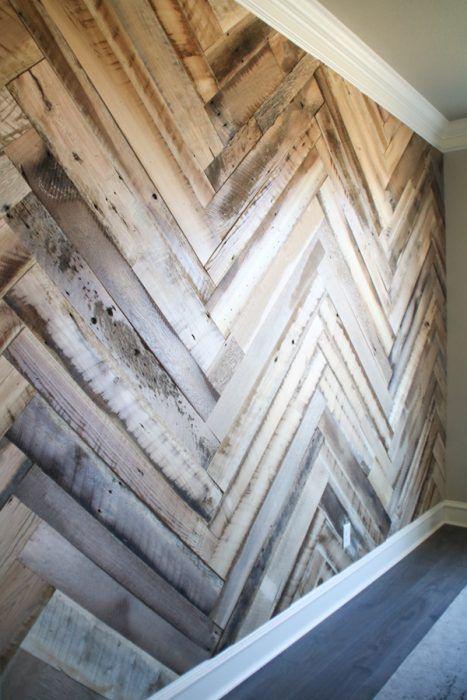 Decorar pared con maderas en diagonal