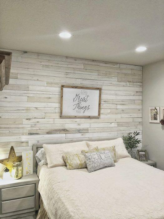 Dormitorio con maderas blancas