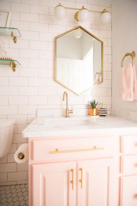 Espejo hexagonal para el cuarto de baño