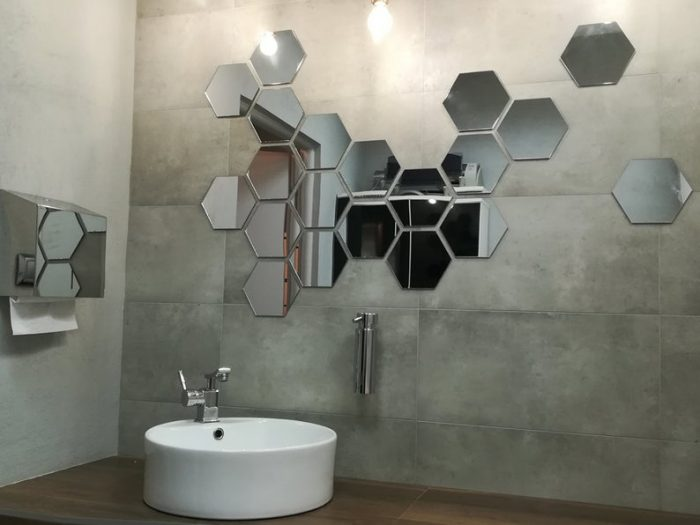 Espejos hexagonales para el cuarto de baño