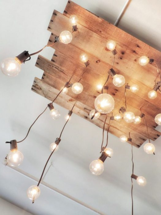 Lámpara con madera de palets