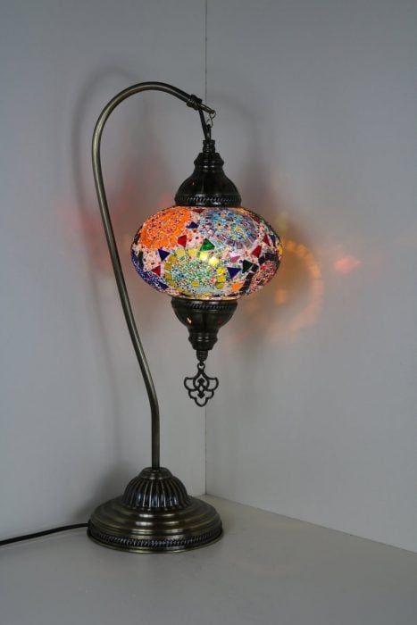 Lámpara lujosa con colores llamativos