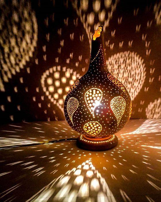 Lámpara redonda con figura de hojas