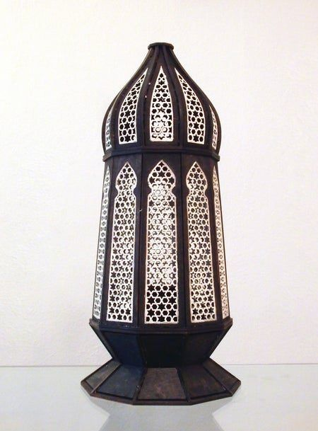 Pequeña lámpara de mesa elegante