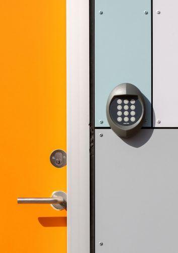 Cerradura electrónica con números