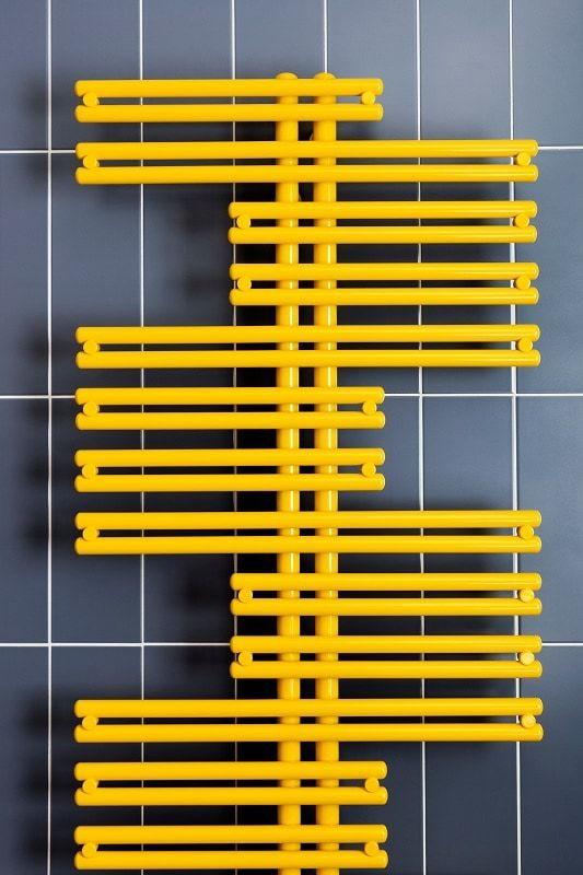 radiador de baño amarillo