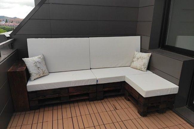Sofá para exterior con palets